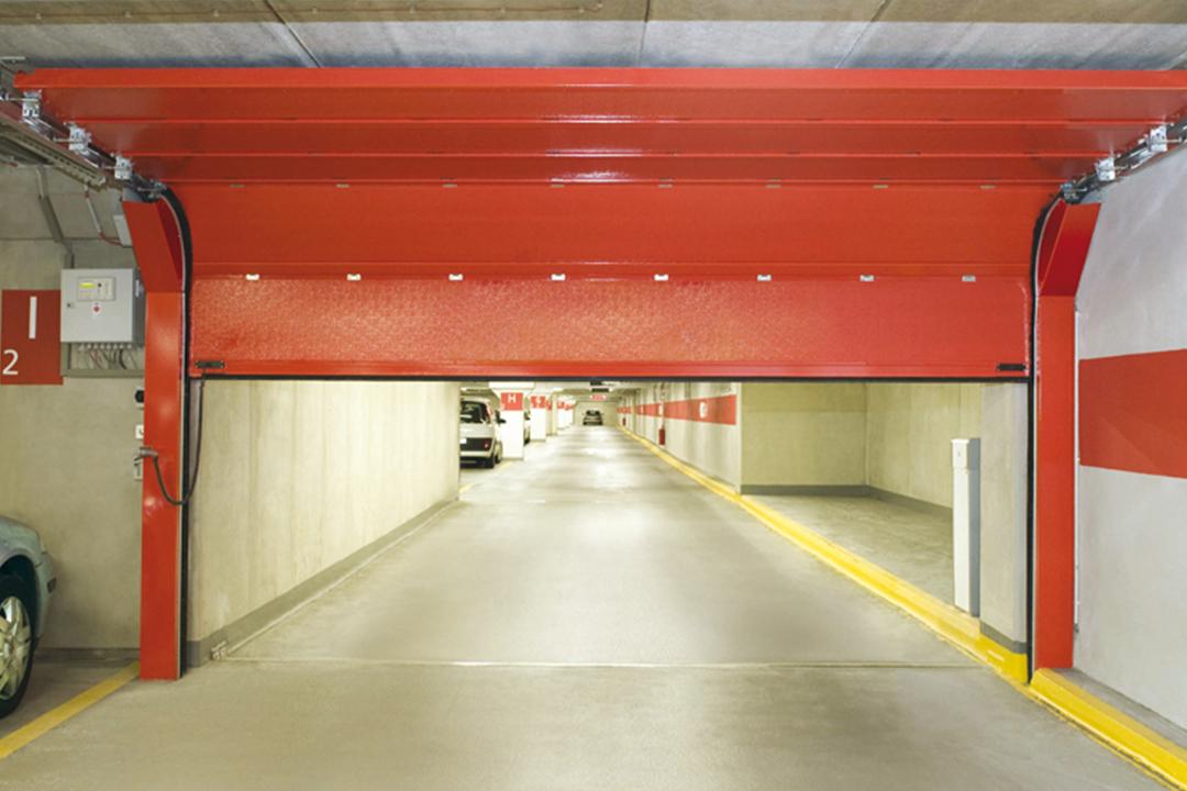 Rotes Brandschutz Rolltor